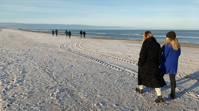 Walk-on-the-beach-pic